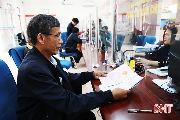 """Người dân hài lòng về """"độ nhanh"""" trong xử lý thủ tục đất đai ở Hà Tĩnh"""